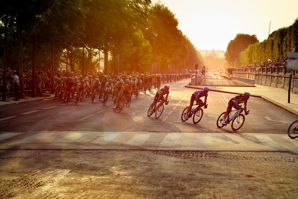 cyclists-601591_960_720.jpg