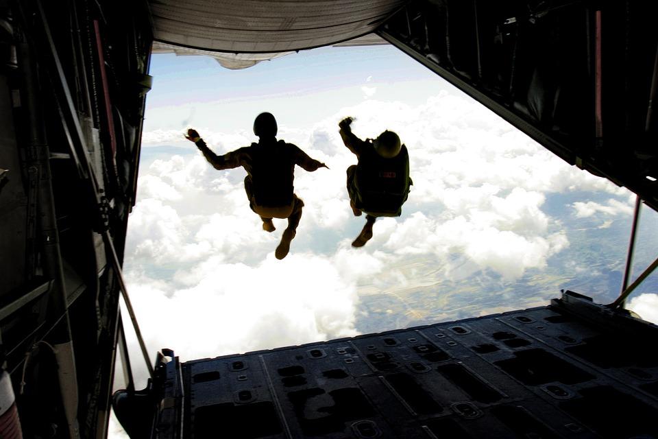 skydiving-708695_960_720.jpg