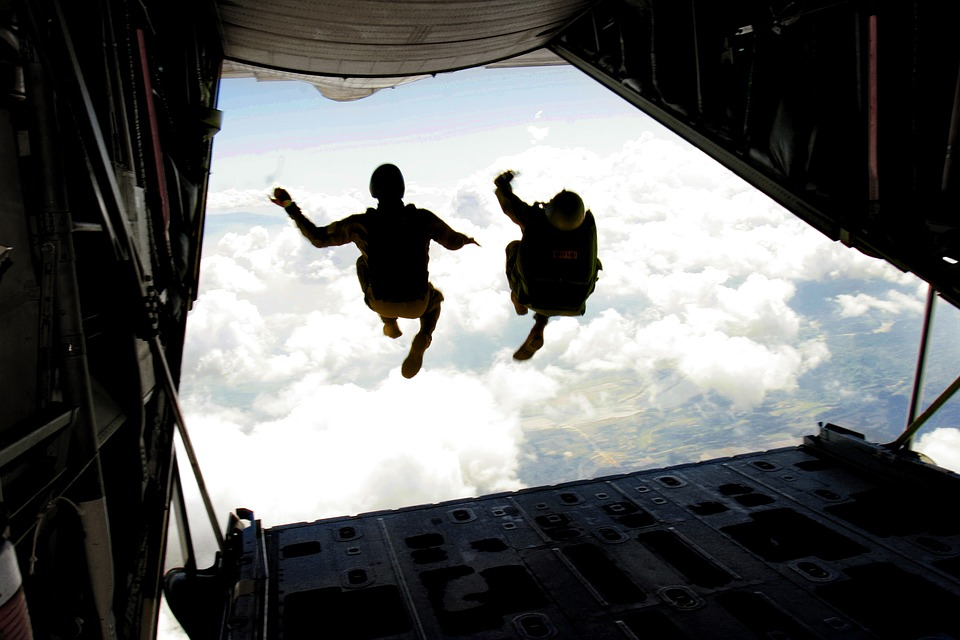 skydiving-708695_960_720.jpg